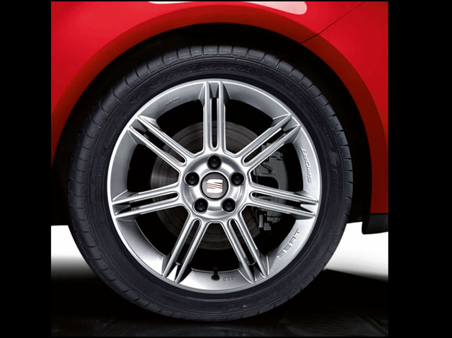 "18"" alloy wheel, Polished silver"