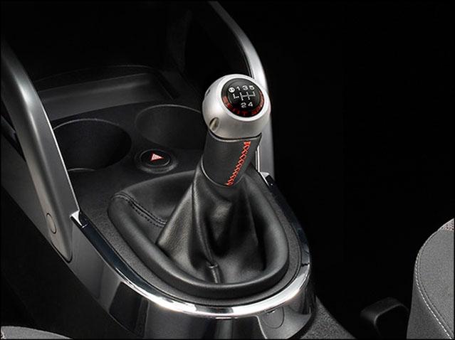 5-speed aluminium/black leather gear knob