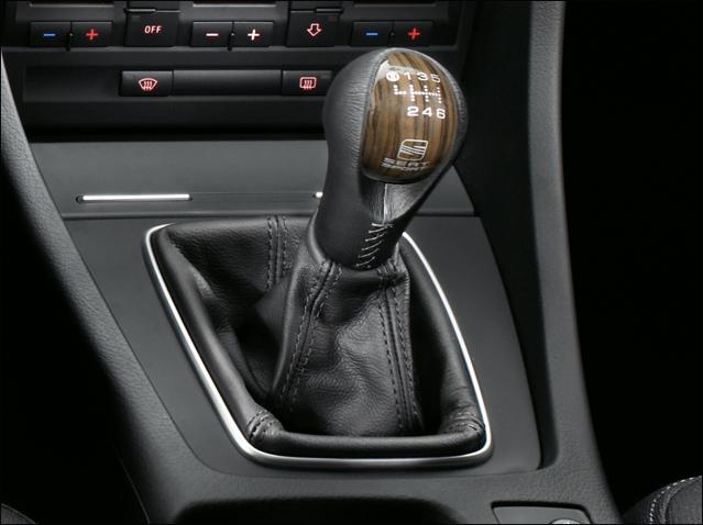 Black leather / Wenge wood gear knob