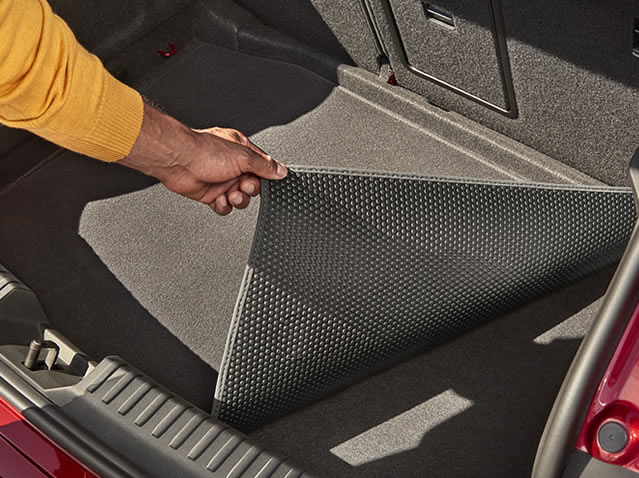 Luggage compartment reversible mat