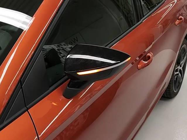 Semnalizatoare pentru oglinzile retrovizoare exterioare cu LED dinamic