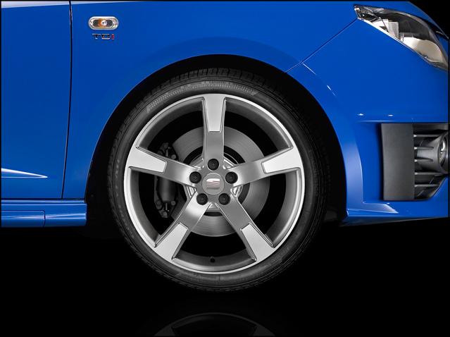 "17"" alloy wheel, silver diamond cut"