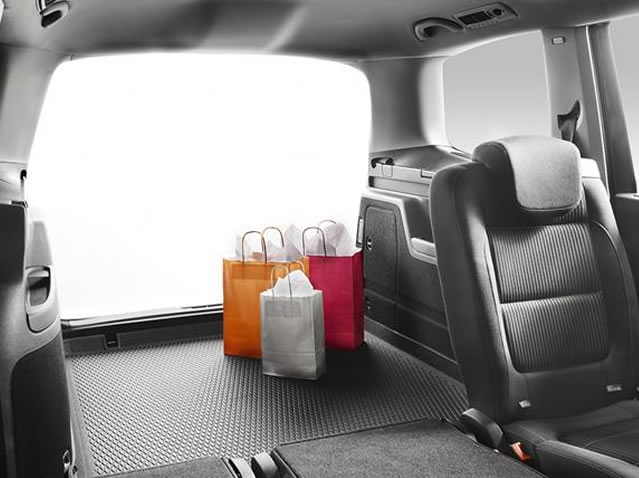 Anti-slip boot tray for 5 seats